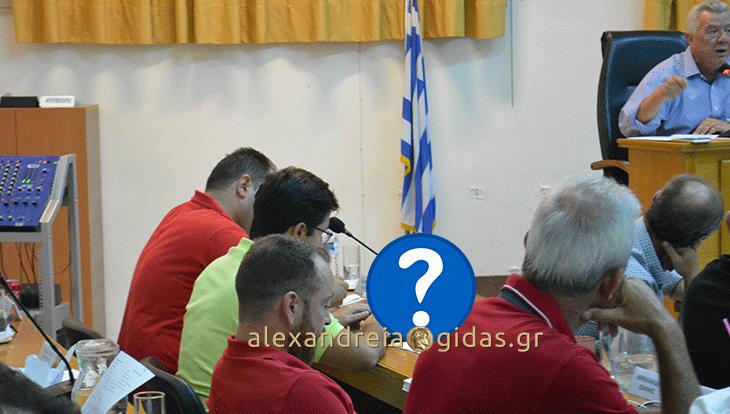 Πρωτοτύπησε ο Νίκος Μπρουσκέλης στο χτεσινό δημοτικό συμβούλιο (φώτο)