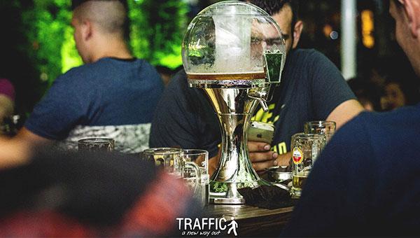 Παγωμένες μπύρες και dispenser στην κάψα της σημερινής Κυριακής στο TRAFFIC!