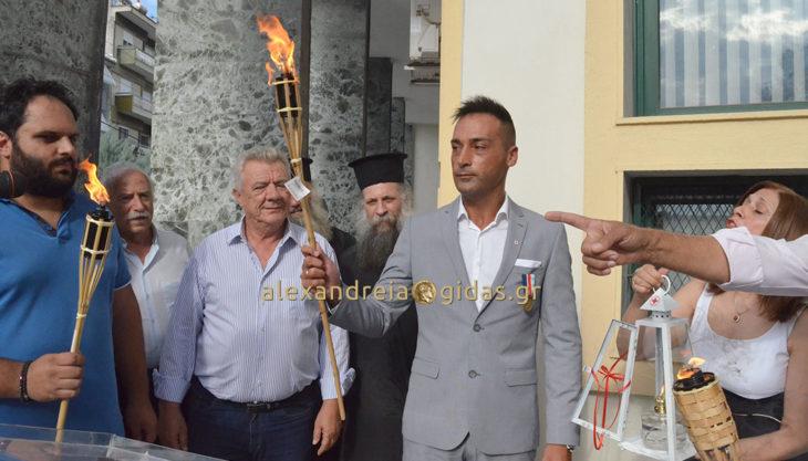 ΤΩΡΑ: Η Φλόγα της Αγάπης έφτασε στην Αλεξάνδρεια! (φώτο-βίντεο)