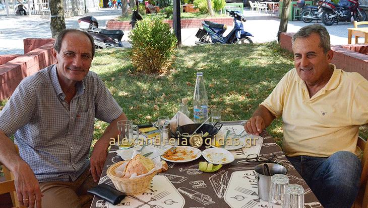 Πολιτική και ποδόσφαιρο συναντήθηκαν στο ίδιο τραπέζι στον πεζόδρομο Αλεξάνδρειας