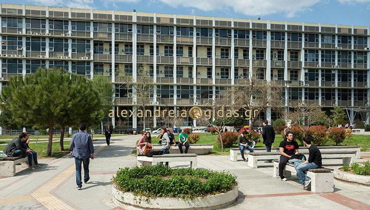 Έκτακτο: Σε ομηρία η Σύγκλητος του ΑΠΘ ‑ Εισβολή φοιτητών στην Πρυτανεία