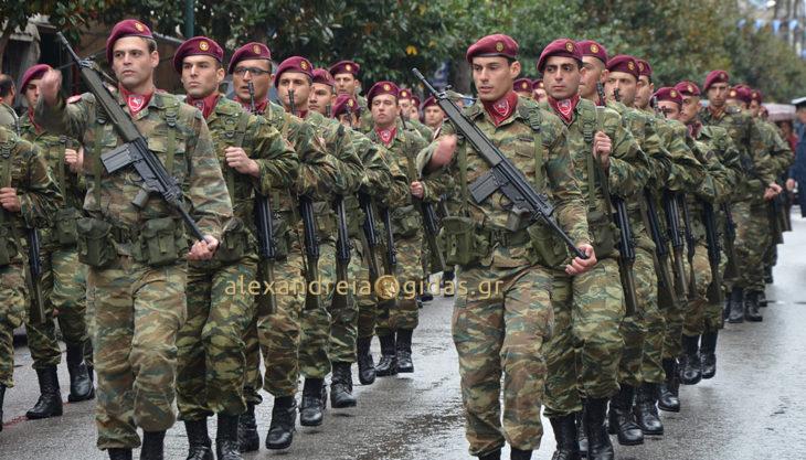 Με συγκίνηση και πάλι η παρέλαση του στρατού στην Αλεξάνδρεια – δείτε το βίντεο!