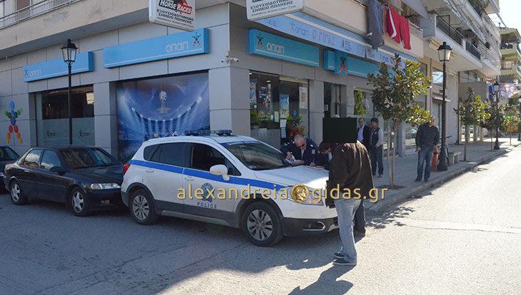 Πριν λίγο: Τροχαίο μπροστά στον ΓΙΓΑ στην Αλεξάνδρεια (φώτο)