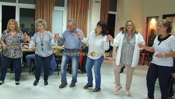 Γλέντησε ο Πολιτιστικός Σύλλογος Καμποχωρίου με τους εθελοντές του πανηγυριού (φώτο)