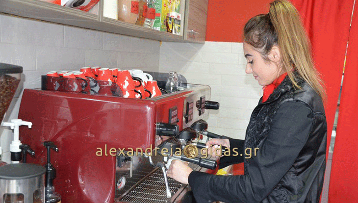 Coffee STATION στην Αλεξάνδρεια: Ένας όμορφος χώρος να απολαύσετε καφέ, πρωινό και κρέπα! (φώτο)