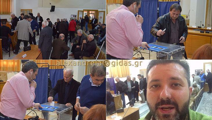 Ψηφίζουν από το πρωί και στην Αλεξάνδρεια για τον αρχηγό της Κεντροαριστεράς (φώτο-βίντεο)