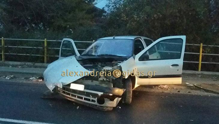 ΤΩΡΑ: Τροχαίο ατύχημα έξω από τον Σχοινά (φώτο)