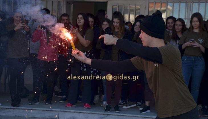 Έτοιμοι για την εκδρομή τους οι μαθητές του 2ου Λυκείου Αλεξάνδρειας – έγινε η καθιερωμένη γιορτή! (φώτο-βίντεο)
