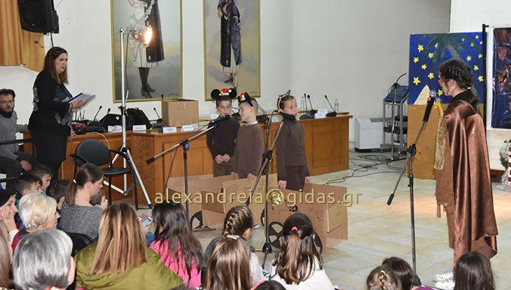 Μπράβο στους ΘΕΑΤΡΟΜΠΟΜΠΙΡΕΣ που ενθουσίασαν με την παράστασή τους στο δημαρχείο Αλεξάνδρειας (φώτο)