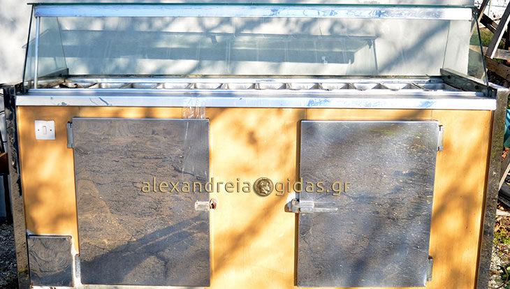 ΠΩΛΕΙΤΑΙ επαγγελματικό ψυγείο στην Αλεξάνδρεια – ευκαιρία! (φώτο)