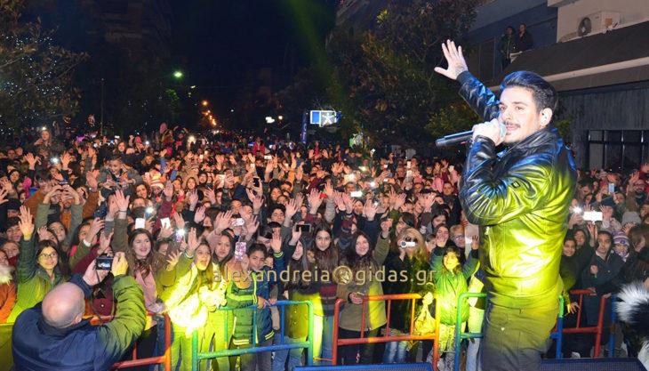 Δείτε τι γίνεται ΤΩΡΑ στη Βετσοπούλου στη συναυλία του ΣΤΑΝ! (φώτο)