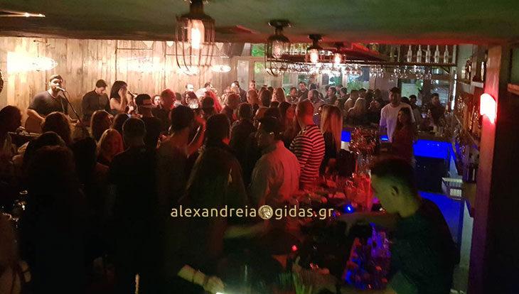 Παρασκευή!!!! «momenti_live_nights» με Τέο & Φαίη στα καλύτερά τους….!!! (φώτο)