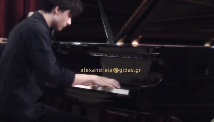 Φίλιππος Ντινόπουλος: Ένας κλασικός πιανίστας από την Αλεξάνδρεια! (βίντεο)