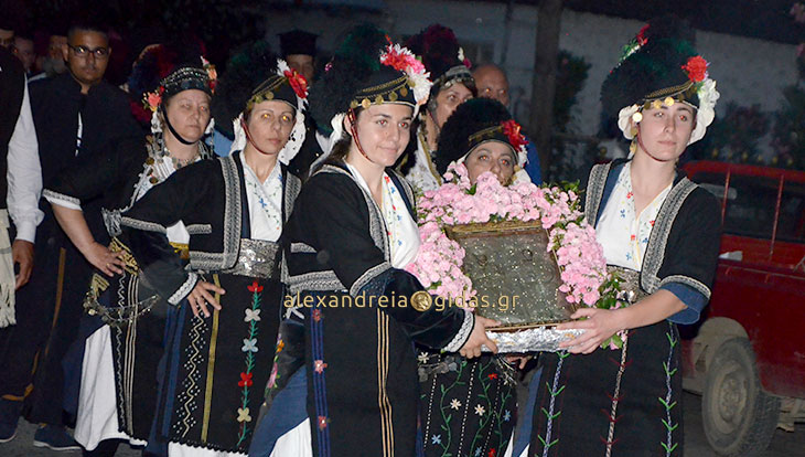 Πλήθος κόσμου στις εκδηλώσεις προς τιμήν των αγίων Κωνσταντίνου και Ελένης στον Λουτρό (φώτο-βίντεο)