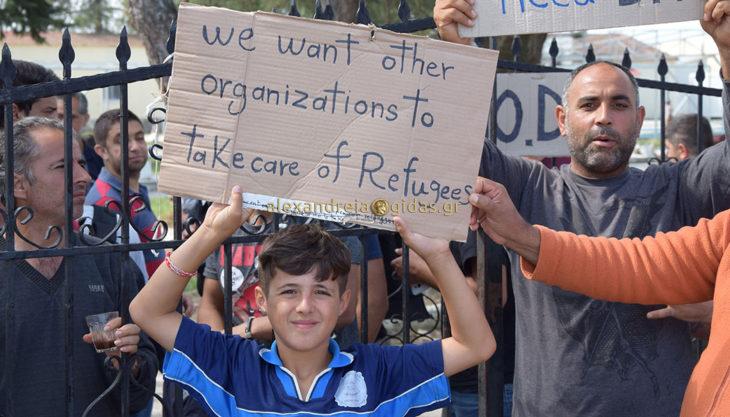 2η μέρα διαμαρτυρίας στο κέντρο φιλοξενίας προσφύγων στην Αλεξάνδρεια – δεν έκανε δεκτά τα αιτήματα η Μ.Κ.Ο. (φώτο-βίντεο)