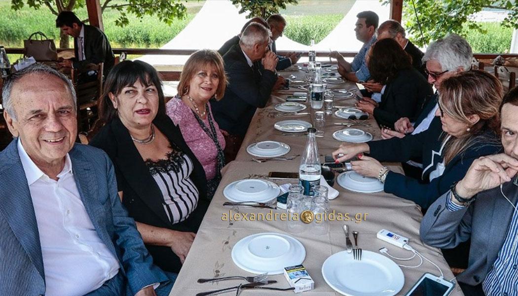 Ο Χρήστος Αντωνίου στο γεύμα με τους βουλευτές από την πΓΔΜ μετά τη συμφωνία (φώτο)