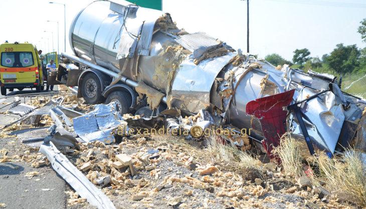Πριν λίγο: Τροχαίο δυστύχημα στην Εγνατία έξω από την Αλεξάνδρεια – νεκρός οδηγός νταλίκας (φώτο-βίντεο)