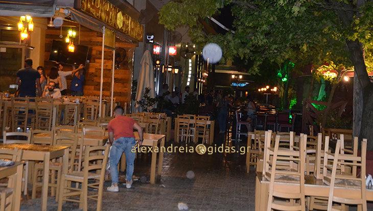ΤΩΡΑ: Ξαφνικό μπουρίνι άδειασε τα μαγαζιά στον πεζόδρομο Αλεξάνδρειας (φώτο)