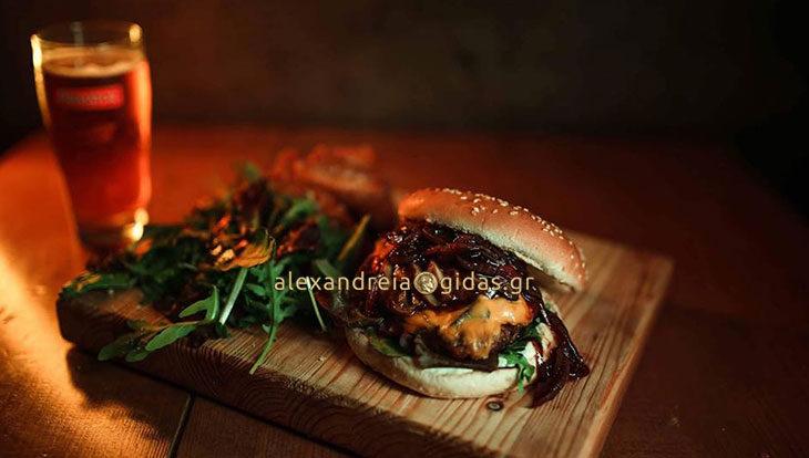 Burgers & beer night σήμερα στο OLIVE στον πεζόδρομο – δοκιμάστε το Mushroom Burger!