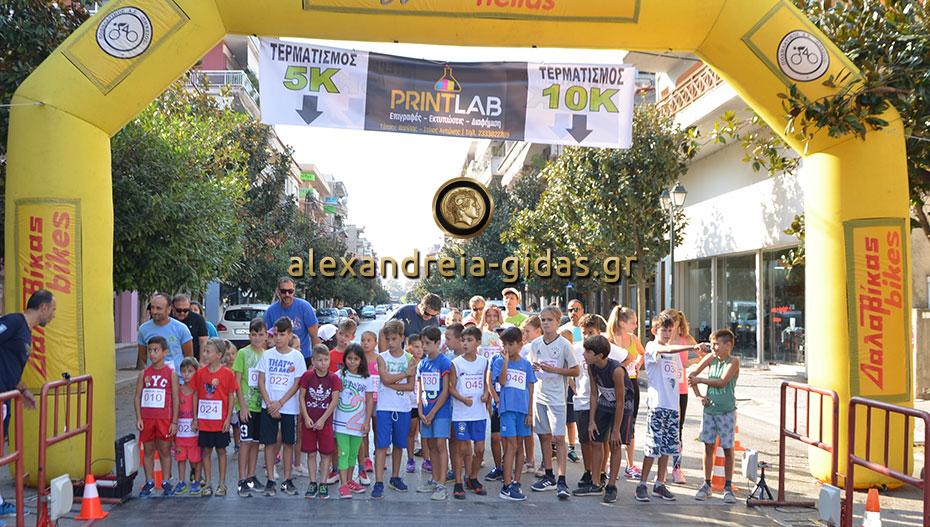 Γέμισε δρομείς το κέντρο της Αλεξάνδρειας – δείτε τις πρώτες εικόνες από το Gidas Fun Run (φώτο-βίντεο)