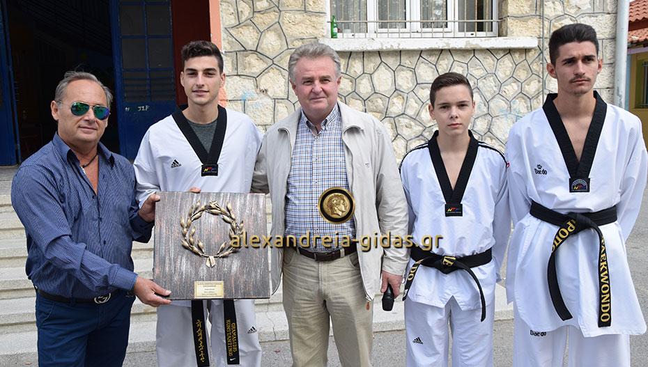 Άθληση αλλά και βράβευση στον Κωνσταντίνο Χαμαλίδη από τα 1ο-5ο Δημοτικά Σχολεία Αλεξάνδρειας (φώτο-βίντεο)