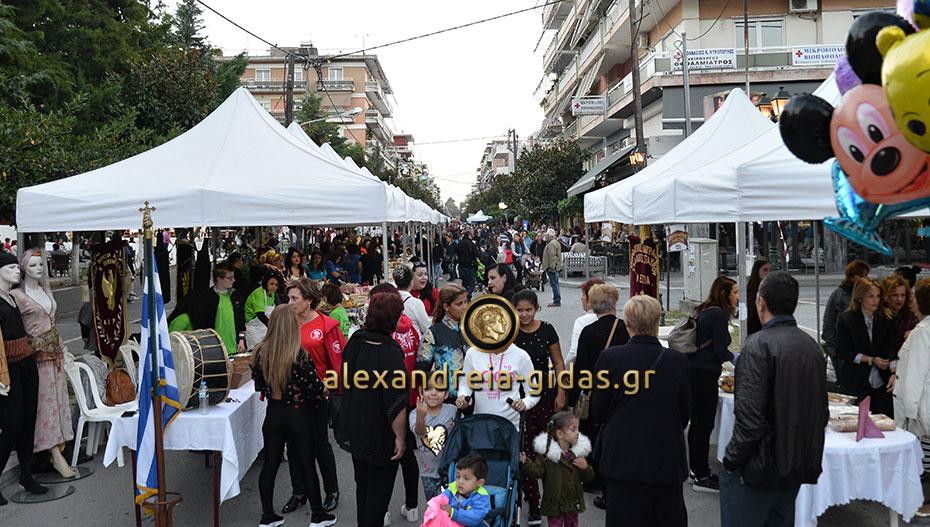 Όλα έτοιμα για την Γιορτή Πίτας στην Αλεξάνδρεια – δείτε τι γίνεται στο κέντρο και τα περίπτερα των συλλόγων! (φώτο)