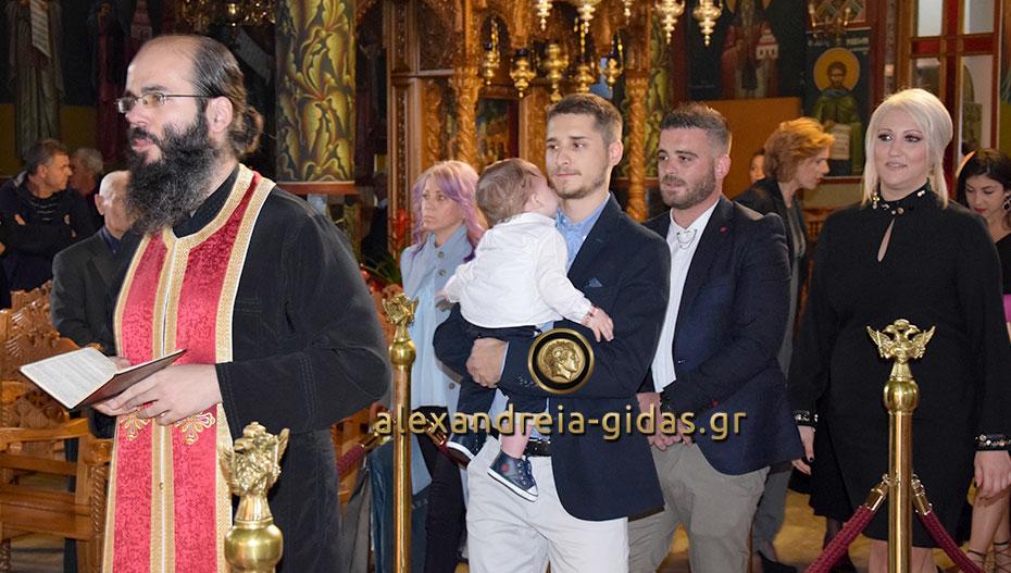 Και το όνομα αυτού Στέφανος! Βάπτισαν τον γιο τους ο Άκης Τσιρίκας και η Ειρήνη Χαλβατζή! (φώτο)