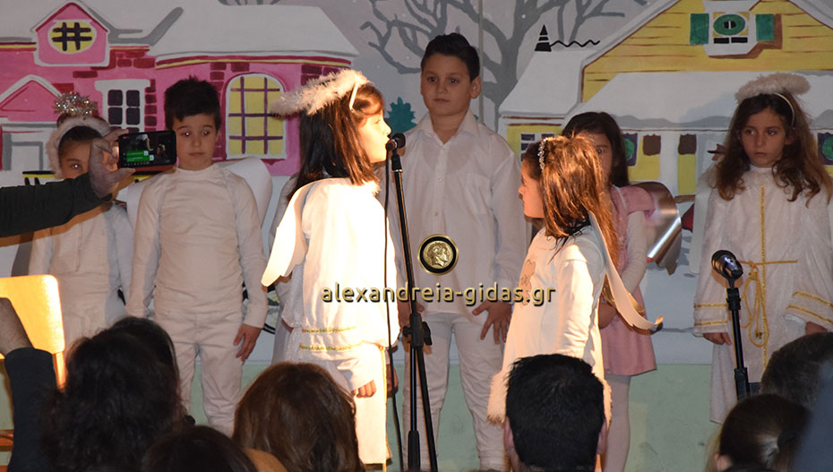 Με επιτυχία και πλήθος κόσμου η Χριστουγεννιάτικη γιορτή του 1ου Δημοτικού Σχολείου Αλεξάνδρειας (φώτο)