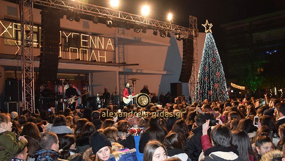 Δείτε τις πρώτες εικόνες από το κέντρο της Αλεξάνδρειας με τη συναυλία των ONIRAMA! (φώτο)