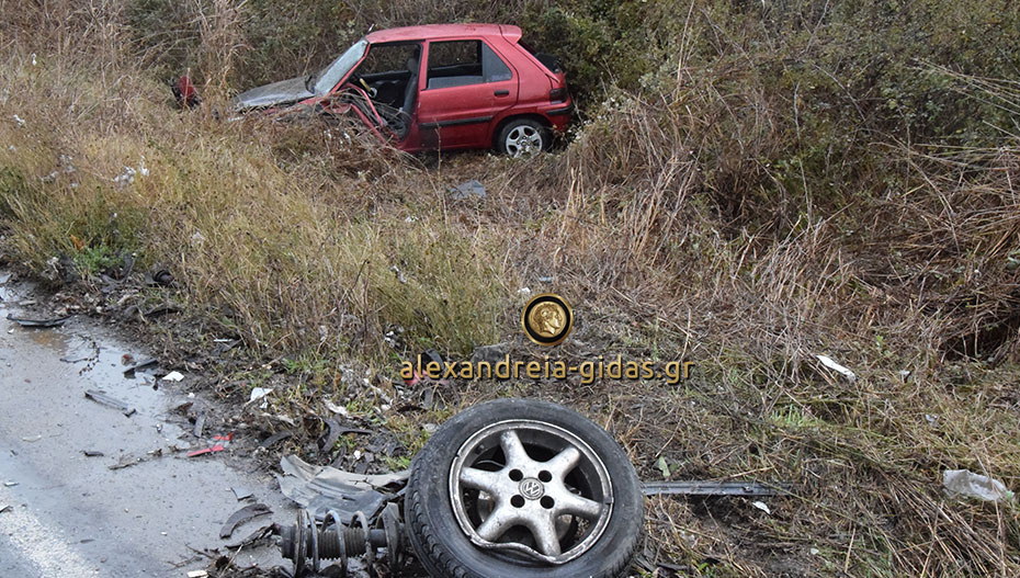 Τροχαίο ατύχημα στο ίδιο σημείο με πριν από 2 βδομάδες έξω από την Αλεξάνδρεια (φώτο-βίντεο)