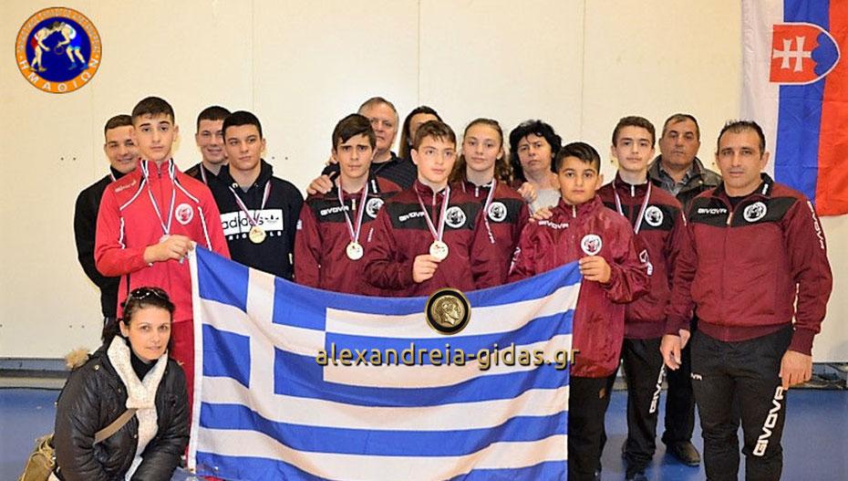Διέπρεψαν με τρία μετάλλια στη Σερβία οι παλαιστές της Αλεξάνδρειας