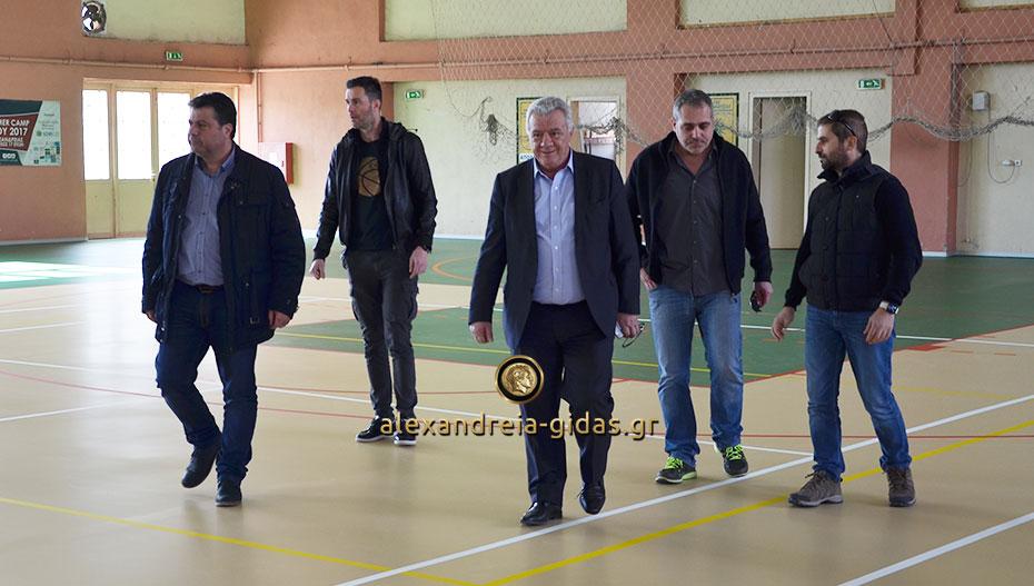 Ο δήμαρχος Αλεξάνδρειας απαντάει για το έργο στο κλειστό του 2ου Γυμνασίου: Ποιος το έκανε ο ΣΥΡΙΖΑ ή ο δήμος; (βίντεο)