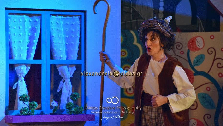 Μεγάλη η επιτυχία της παράστασης «Οι ηλίθιοι» από την θεατρική ομάδα του δήμου Αλεξάνδρειας (εικόνες-βίντεο)