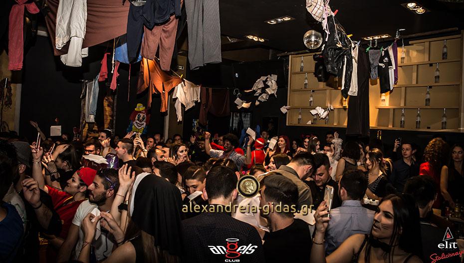 To party στο ANGELS δεν σταματάει ποτέ – δείτε τι έγινε τις απόκριες και ετοιμαστείτε για απόψε! (εικόνες)