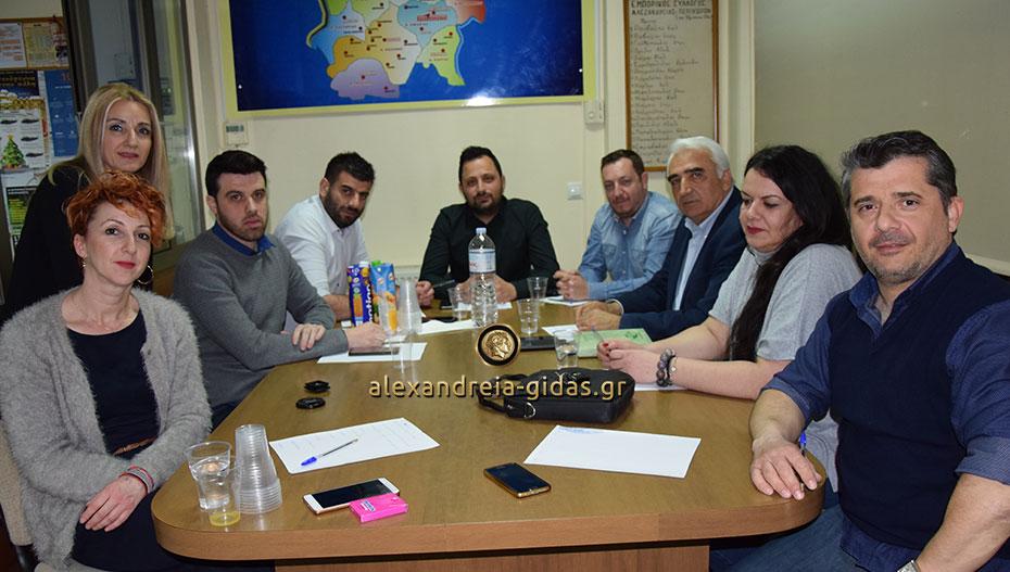 Τον Εμπορικό Σύλλογο Αλεξάνδρειας επισκέφτηκε ο Μιχάλης Χαλκίδης (φώτο-βίντεο)