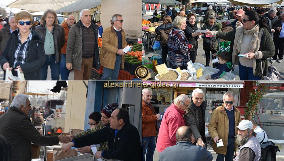 Στο παζάρι της Αλεξάνδρειας ο Μιχάλης Χαλκίδης με τους συνεργάτες του: Κάλεσαν τον κόσμο για την εκδήλωση της Δευτέρας (φώτο)