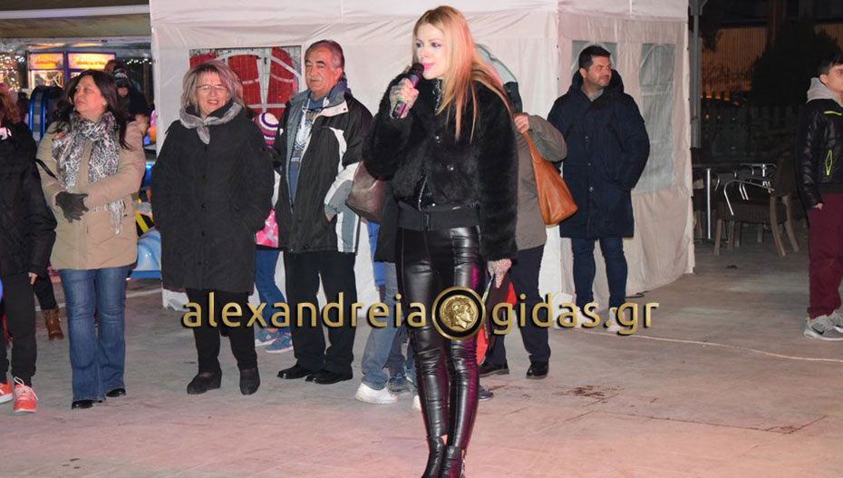 Η εντυπωσιακή παρουσιάστρια της Γιορτής Σοκολάτας στην Αλεξάνδρεια είναι υποψήφια στις εκλογές!