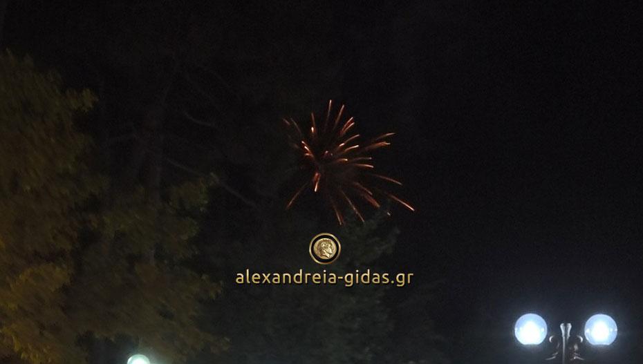 Πυροτεχνήματα χτες το βράδυ στην Αλεξάνδρεια – δείτε τι συνέβη (βίντεο)