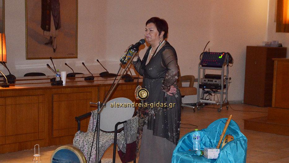 Διηγήθηκε παραμύθια για τη Γιορτή της Μητέρας στο δημαρχείο η Κατερίνα Κλεάρχου (εικόνες)