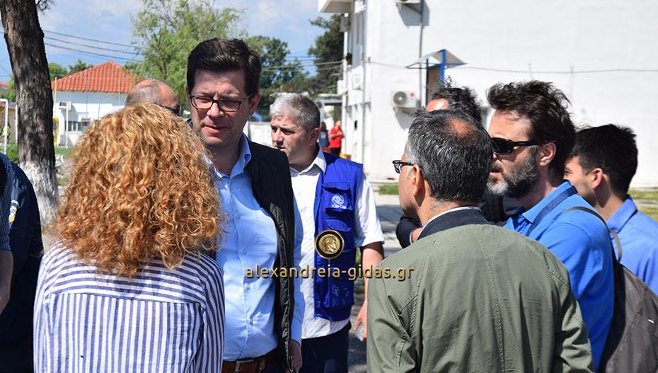 Το Κέντρο Φιλοξενίας Προσφύγων στην Αλεξάνδρεια επισκέφτηκε ο Άγγελος Τόλκας (εικόνες-βίντεο)