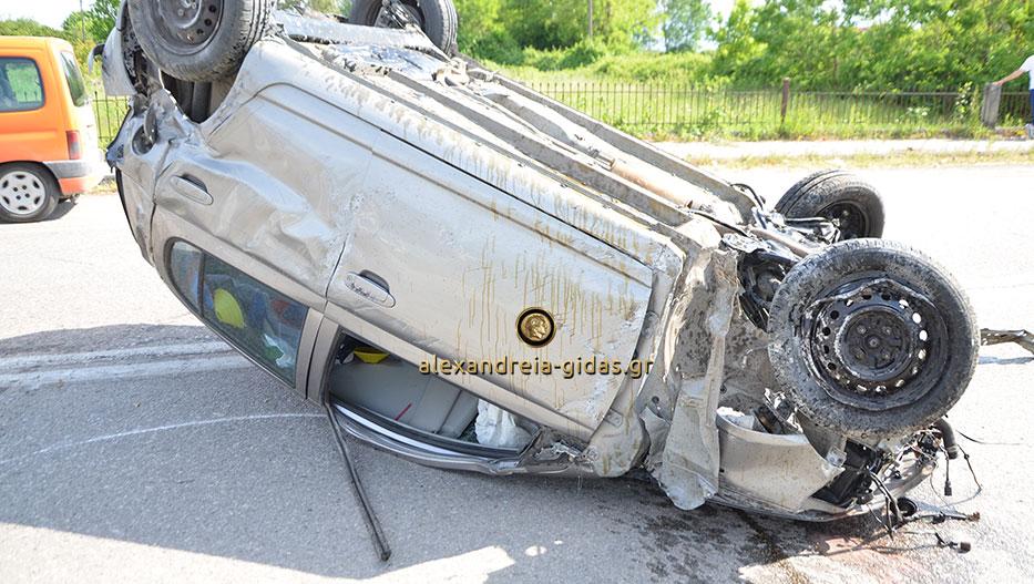 ΤΩΡΑ: Τροχαίο ατύχημα στα Καβάσιλα – αυτοκίνητο προσέκρουσε σε περίφραξη σπιτιού (εικόνες-βίντεο)
