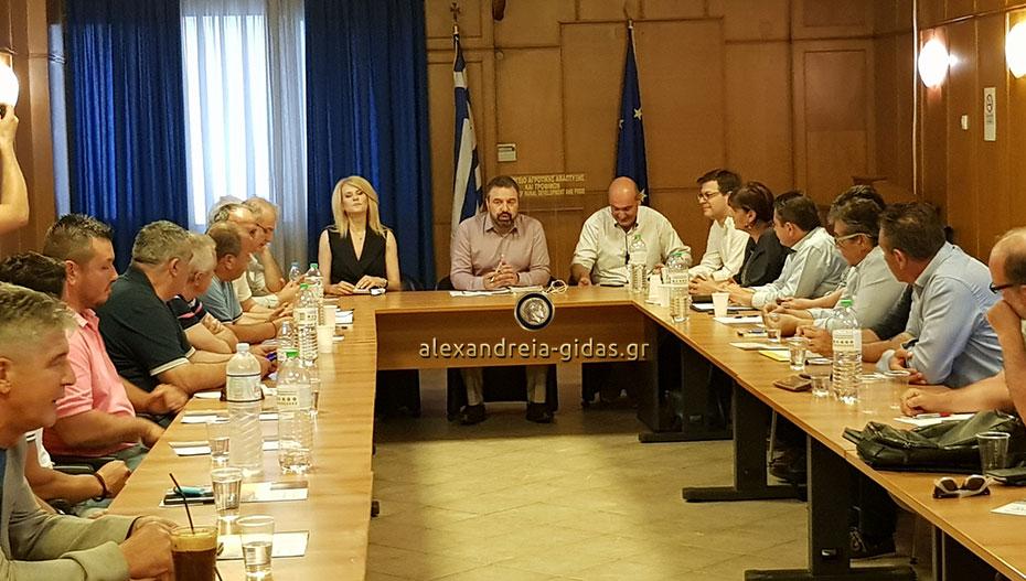 Σύσκεψη στο Υπουργείο Αγροτικής Ανάπτυξης με βασικό θέμα το ροδάκινο