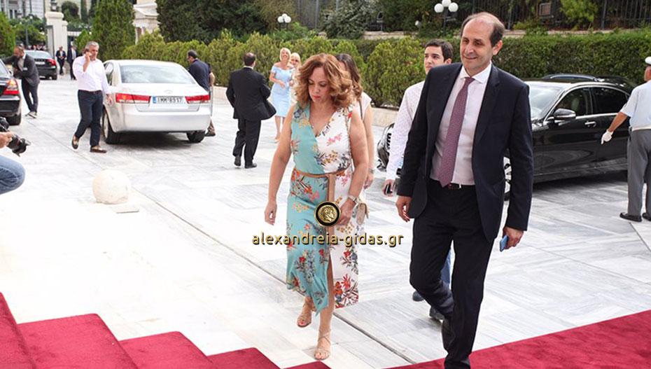 Ορκίστηκε η νέα βουλή – οικογενειακώς έφτασαν Βεσυρόπουλος, Μπαρτζώκας και Τσαβδαρίδης (εικόνες)