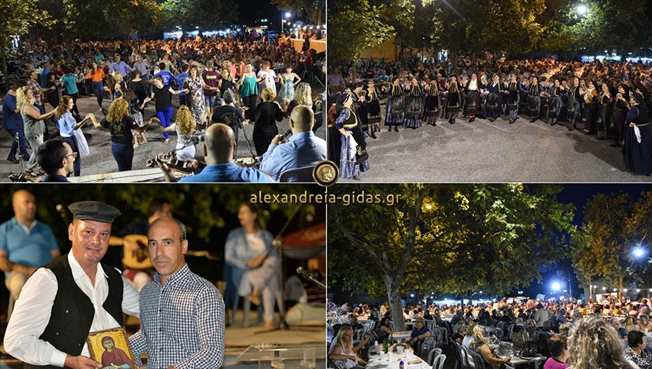 Ξεχώρισε πάλι ο σύλλογος Κολινδρινών: Μεγάλη επιτυχία του Φεστιβάλ παραδοσιακών χορών (εικόνες)