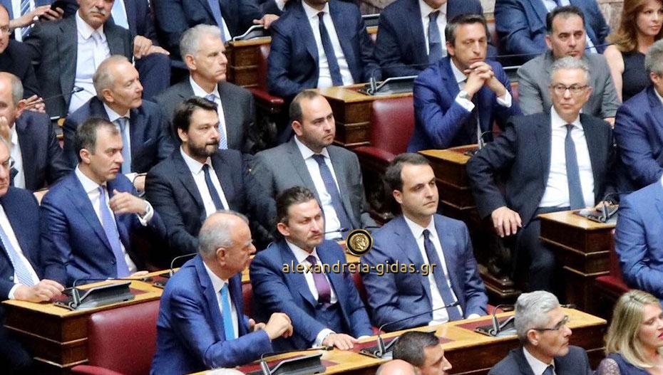 Για πρώτη φορά στα έδρανα της Βουλής ο Τάσος Μπαρτζώκας (εικόνες)