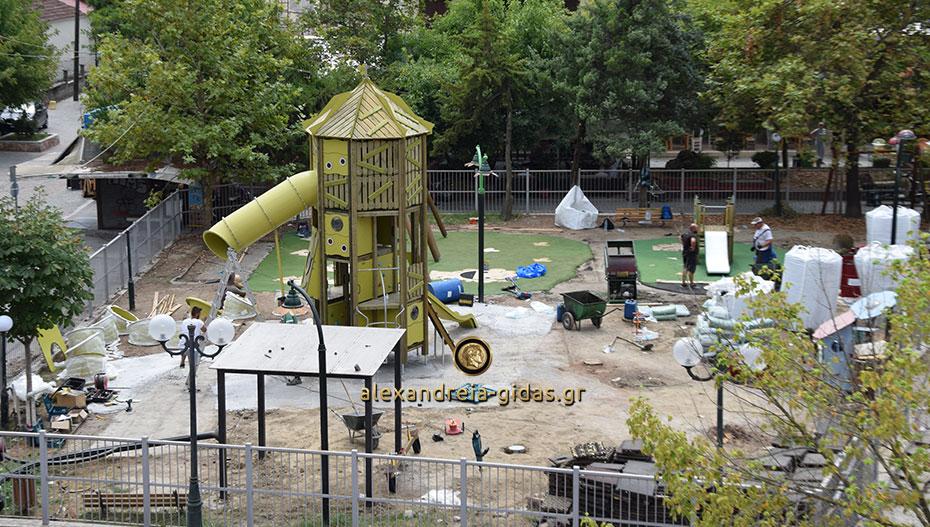 Αλλάζει ριζικά η παιδική χαρά πίσω από το Πνευματικό Κέντρο Αλεξάνδρειας (εικόνες)