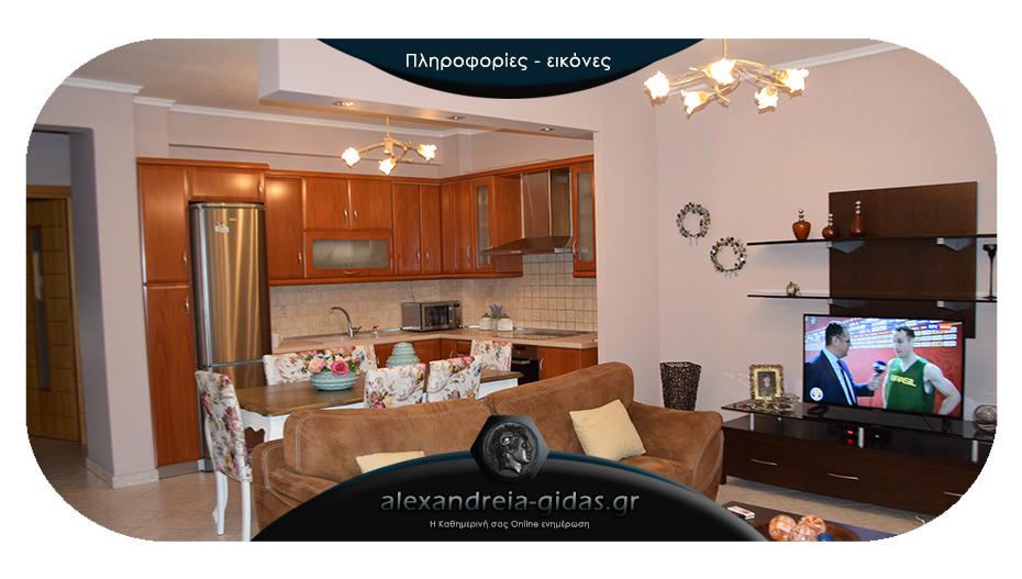 ΠΩΛΕΙΤΑΙ διαμέρισμα στην Αλεξάνδρεια: 3 δωμάτια, τζάκι και ηλιακός θερμοσίφωνας