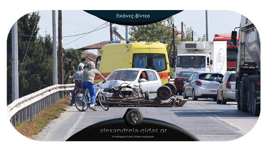 ΤΩΡΑ: Τροχαίο στο Νησέλι – νταλίκα, τρέιλερ και I.X. συγκρούστηκαν στη γνωστή στροφή