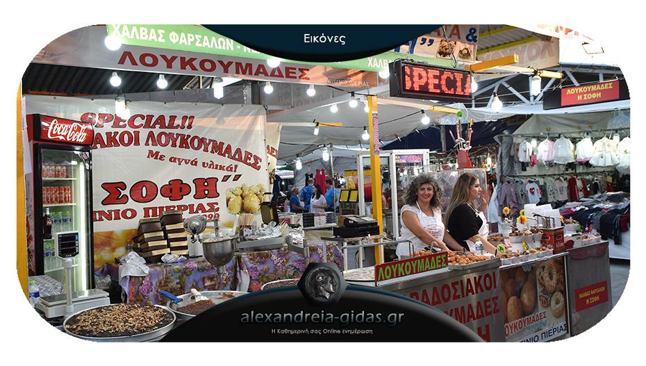 Λουκουμάδες Η ΣΟΦΗ: Ένα γευστικότατο περίπτερο στο πανηγύρι Αιγινίου