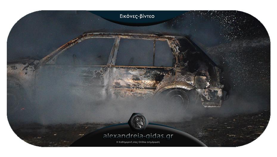 Πριν λίγο: Αυτοκίνητο τυλίχθηκε στις φλόγες στον Άραχο